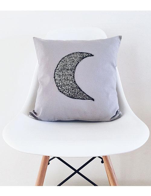 moon-pillow-web