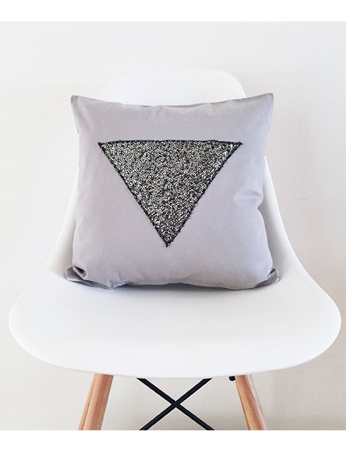 triangle-pillow-web
